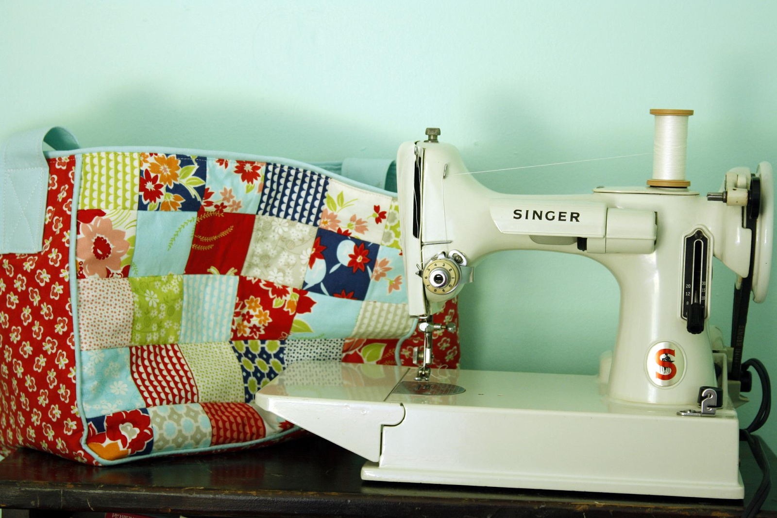 Why not sew the featherweight i really am very happy with this little machine although i do have her case i had to dress her up with a cute cover i found the free pattern for this jeuxipadfo Choice Image