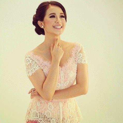 Foto Model Kebaya Laudya Cynthia Bella Artis Remaja