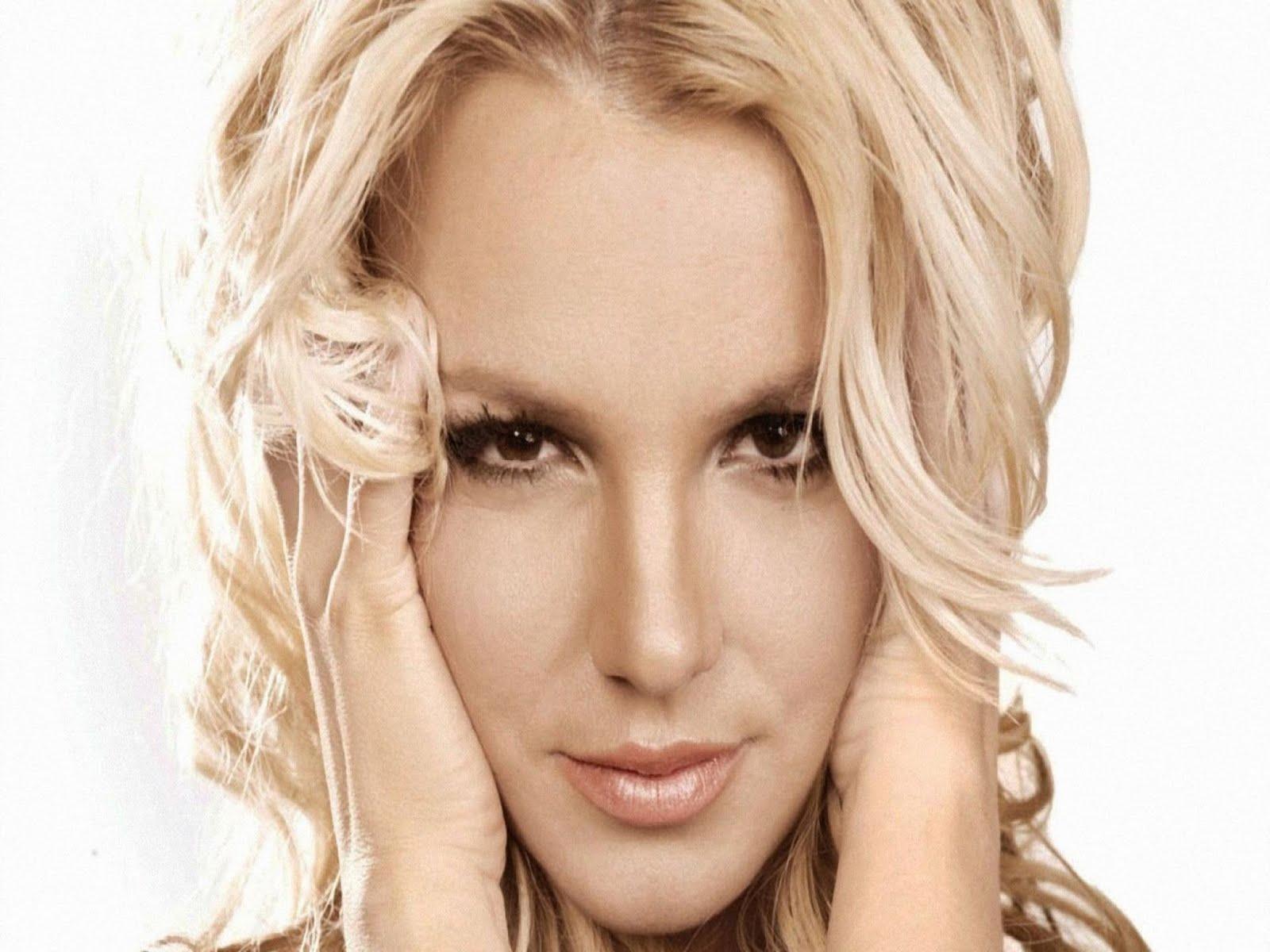 http://3.bp.blogspot.com/-c_lW_K2mQdk/TmJRYW6vBRI/AAAAAAAACfM/Ltso0vmC9lY/s1600/Britney%252BSpears%252B2011%252BWallpaper%252B10.jpg