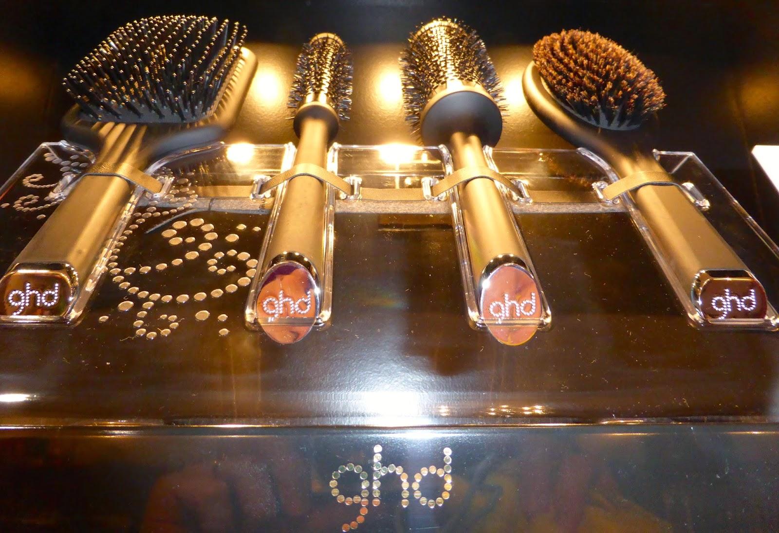 La marque GHD, vous propose une gamme de brosses d'excellence à Montpellier, au Studio 54.