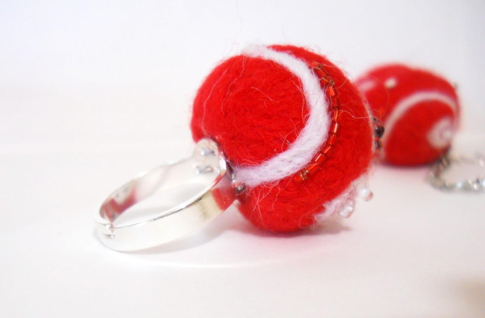 красный перстень из войлока, кольцо