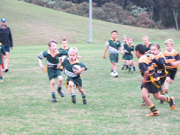 Eden Gold U7s vs. Waiheke Rippa Rugby - scoring a try