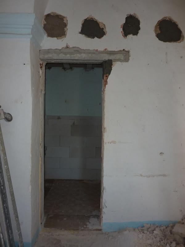 The doorway to the en-suite bathroom title=