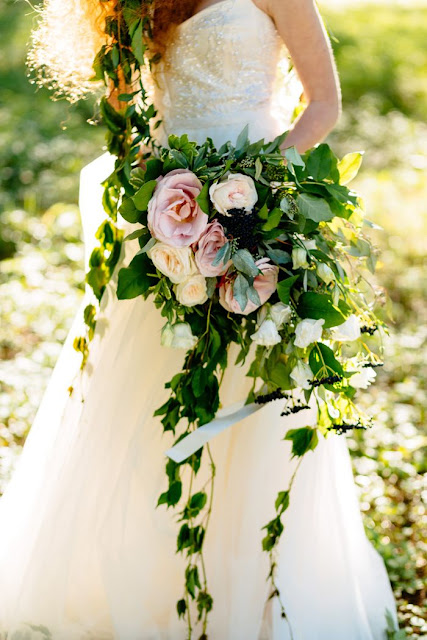 Cascading Wedding Bouquets Look Amazing