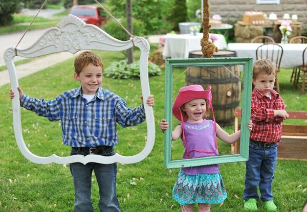 fiesta country vintage-niños en fiesta de cumpleaños riendose