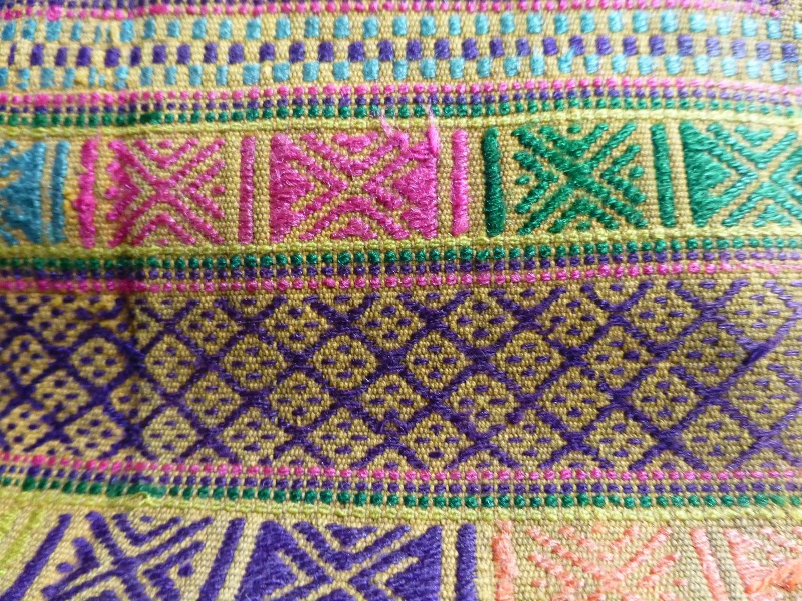 de gilles tissus une passion textile le bhoutan un royaume ou le tissu est roi. Black Bedroom Furniture Sets. Home Design Ideas