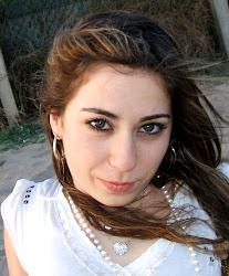 Nuria Espinosa... Escritora y pintura manual.