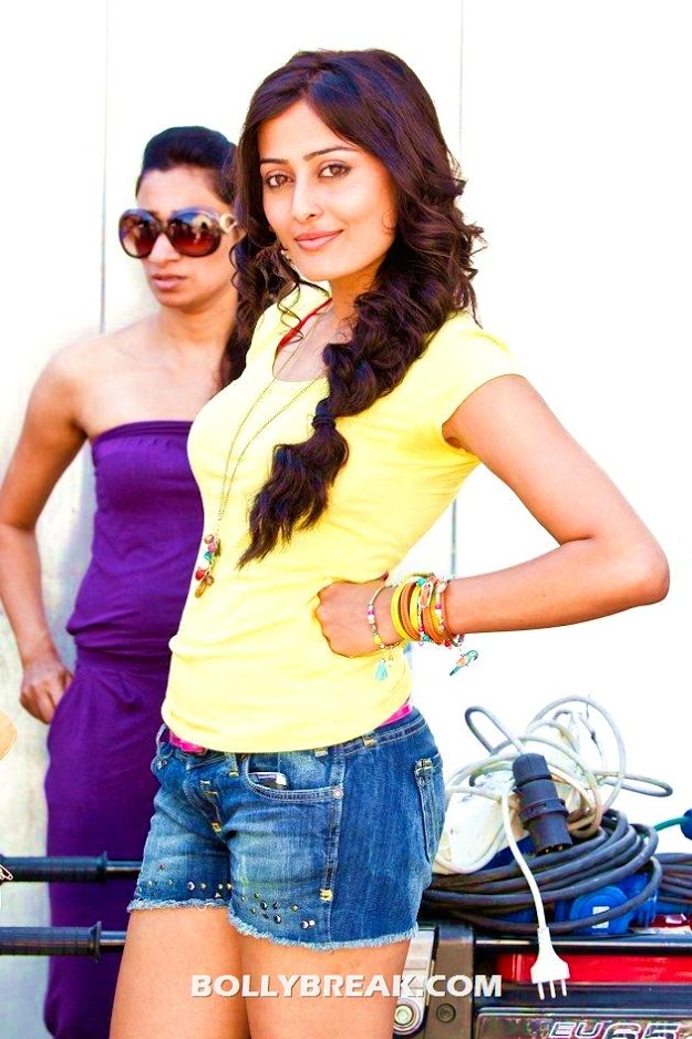 Nidhi subbaiah in yellow tshirt and denim shorts -  Nidhi Subbaiah photos