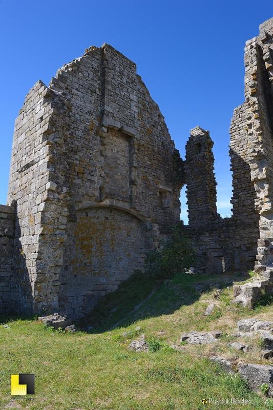 ruines du chateau de la garde guérin photo blachier pascal