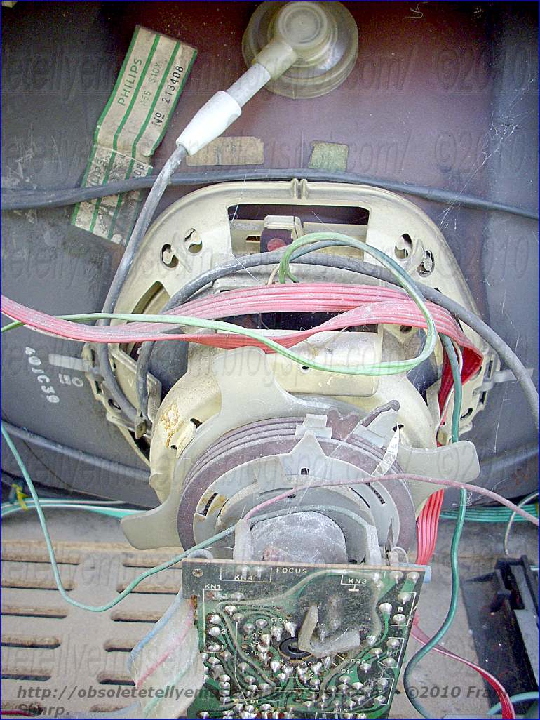 Obsolete Technology Tellye Autovox Tvc2278 Altair Crt Tube Simple Cathode Ray Diagram Inside A The Diametrically Magnetized Rings Serve For Displacement Simultaneously And In Same Direction