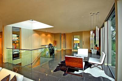 Diseño de interiores de la casa de piedra de un piso