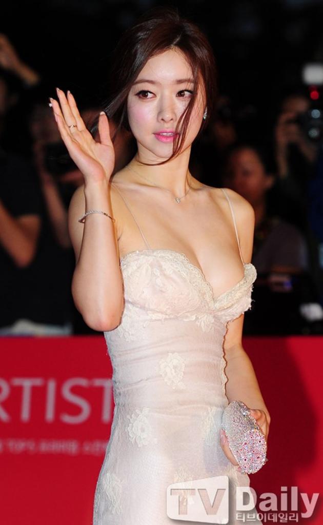 Hong Soo Ah (홍수아) at the 18th Busan International Film Festival (BIFF 2013), opening ceremony