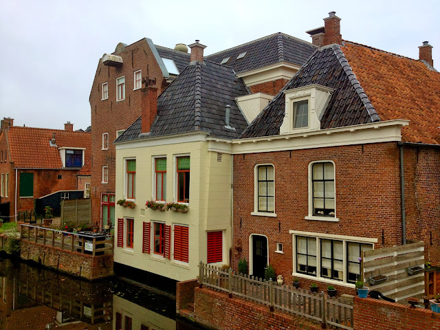 Picture of houses on the Damsterdiep in Appingedam, Groningen.