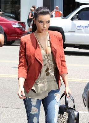 Fashionista Kim Kardashian glamorous style.