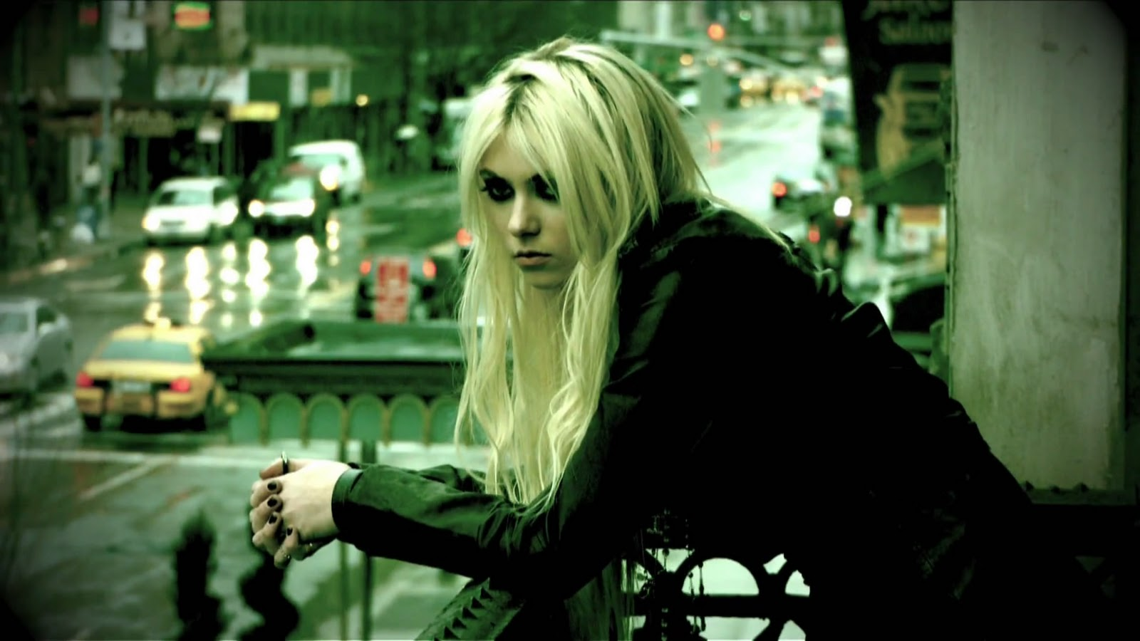 http://3.bp.blogspot.com/-cc1LlNat8Eo/Tt5flEgOr1I/AAAAAAAAATk/a6t0sJM7PYM/s1600/The+Pretty+Reckless+-+Make+Me+Wanna+Die+%2528Viral+Version%2529_%25281080p%2529%255Bvideoclipsdownloads.blogspot.com%255D.mp4_snapshot_01.12_%255B2011.12.06_16.28.58%255D.jpg