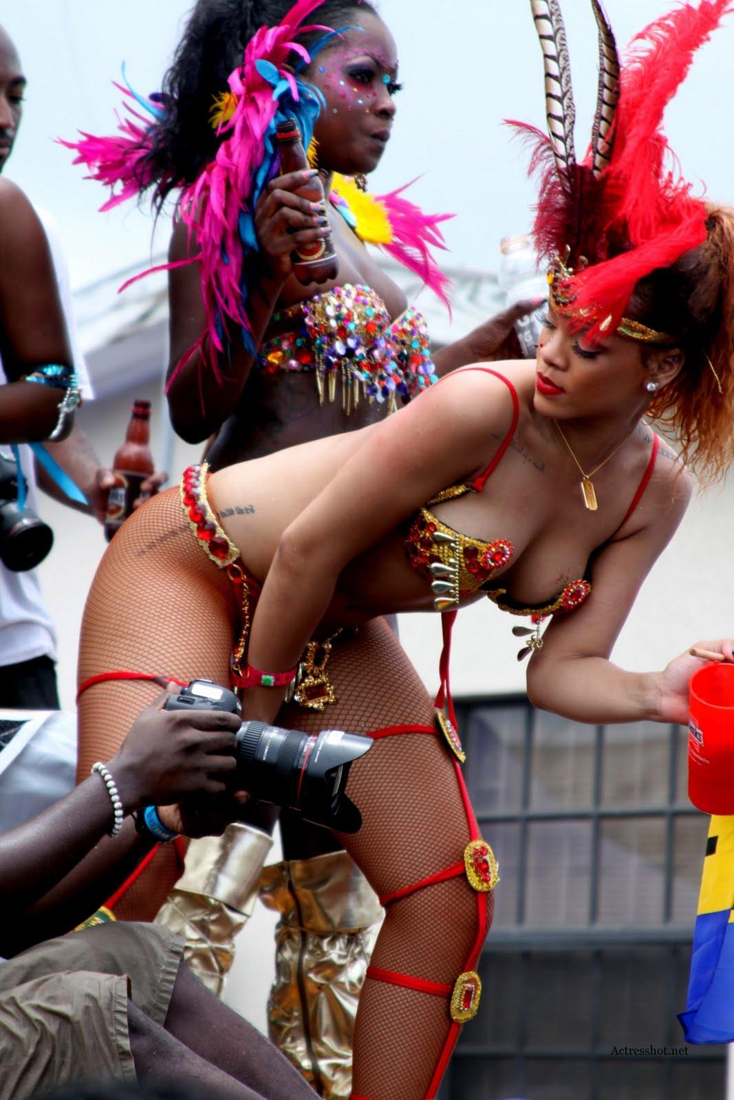 http://3.bp.blogspot.com/-cc4TmohjFtQ/TlO75t0sgII/AAAAAAAAE68/chR8obYqgE0/s1600/More-photos-of-Rihanna-at-Kadooment-Day-Parade-in-Barbados-0fefk01.jpg