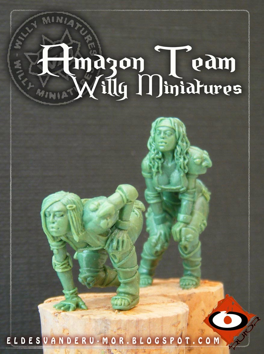 Two linewoman miniatures of Blood Bowl Amazon Team made by ªRU-MOR for WILLY Miniatures. Warhammer medieval football. Scale 30mm