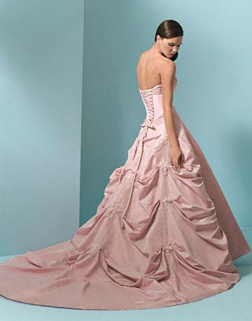 ❧ Farrah Furtado Couture ❧: Pink Wedding Dresses Becoming a Trend