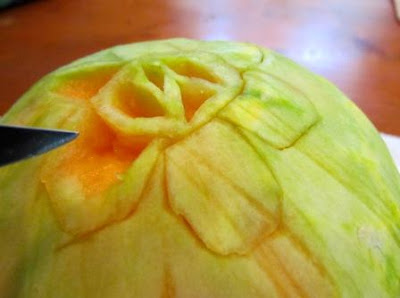 how to carve fruit into a flower