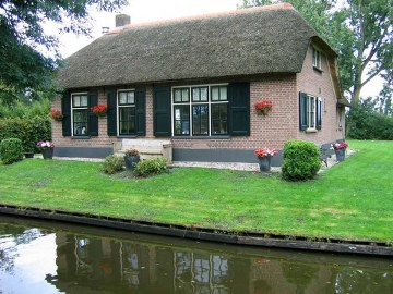 7,  giethoorn in holland marisa haque & ikang fawzi, village withouts treets