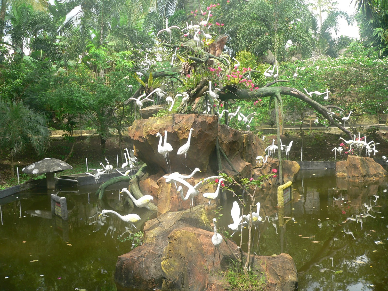 Jalan-jalan ke CAS Waterpark Cikole Pandeglang - BatikBesurek.Com on