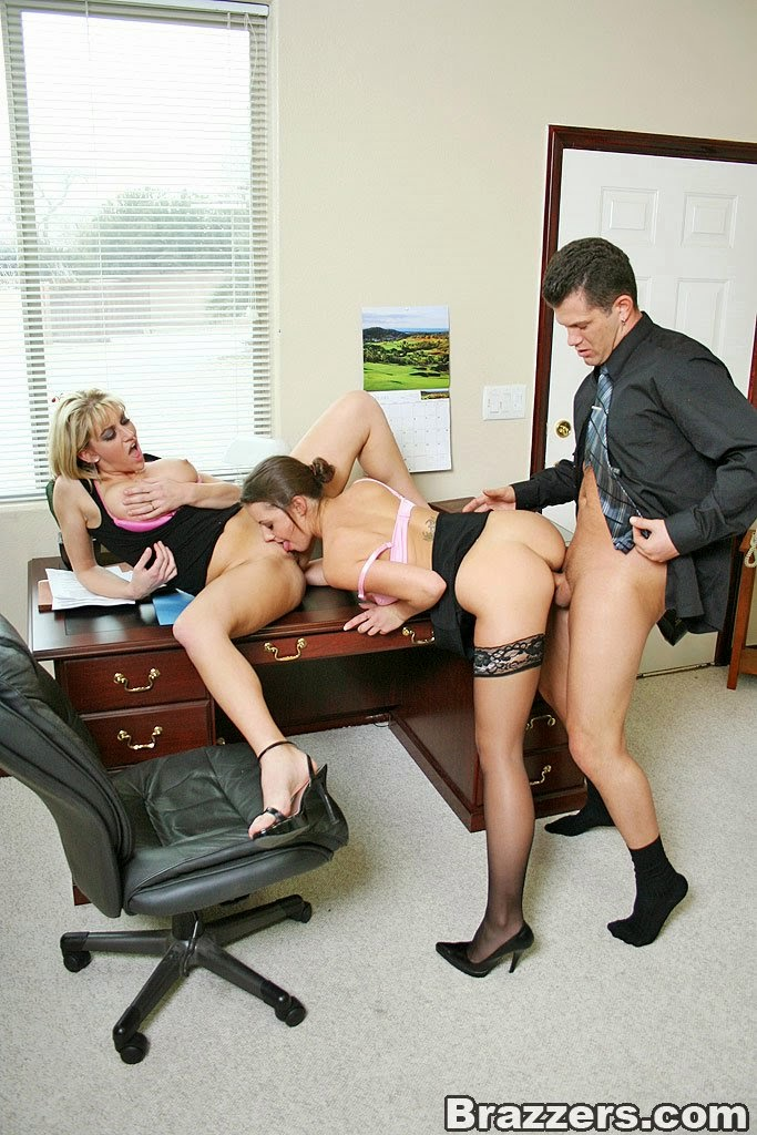 seks-v-ofise-r-stal