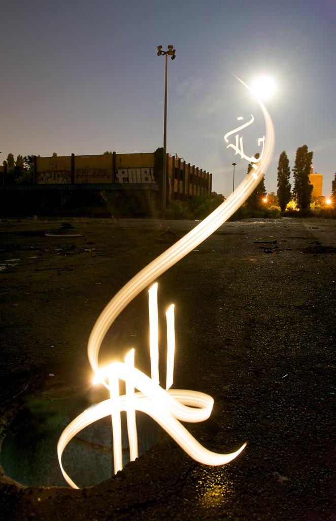 Moon Set by Kaalam Gambar gambar Kaligrafi Cahaya menarik oleh Julien Breton aka Kaalam
