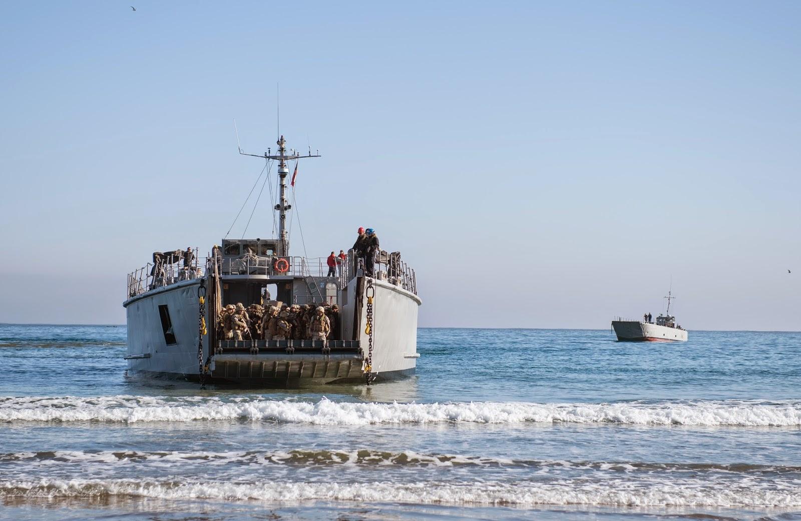 http://www.lanacion.cl/noticias/galerias/pais/colosal-operativo-de-marina-chilena-y-de-eeuu-simula-cataclismo-8-8/2014-08-18/182212.html