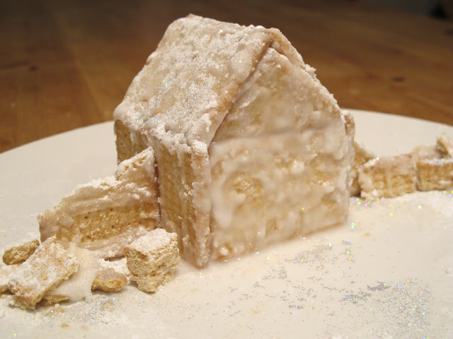 christmas biscuit house