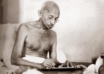 Mahatma-Gandhi-autogestión-salud
