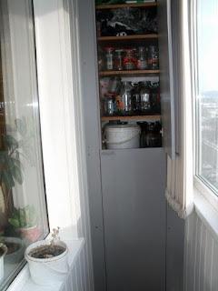 Фото встроенный шкаф на балконе