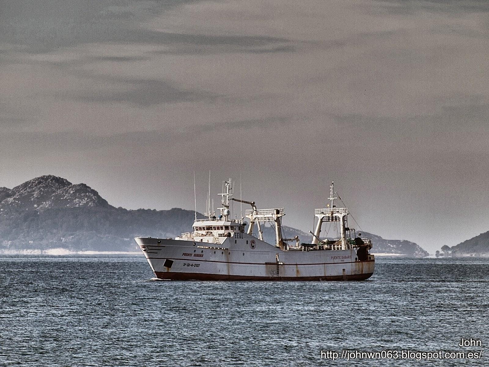 fotos de barcos, imagenes de barcos, puente sabaris, pereira, arrastrero, congelador, vigo