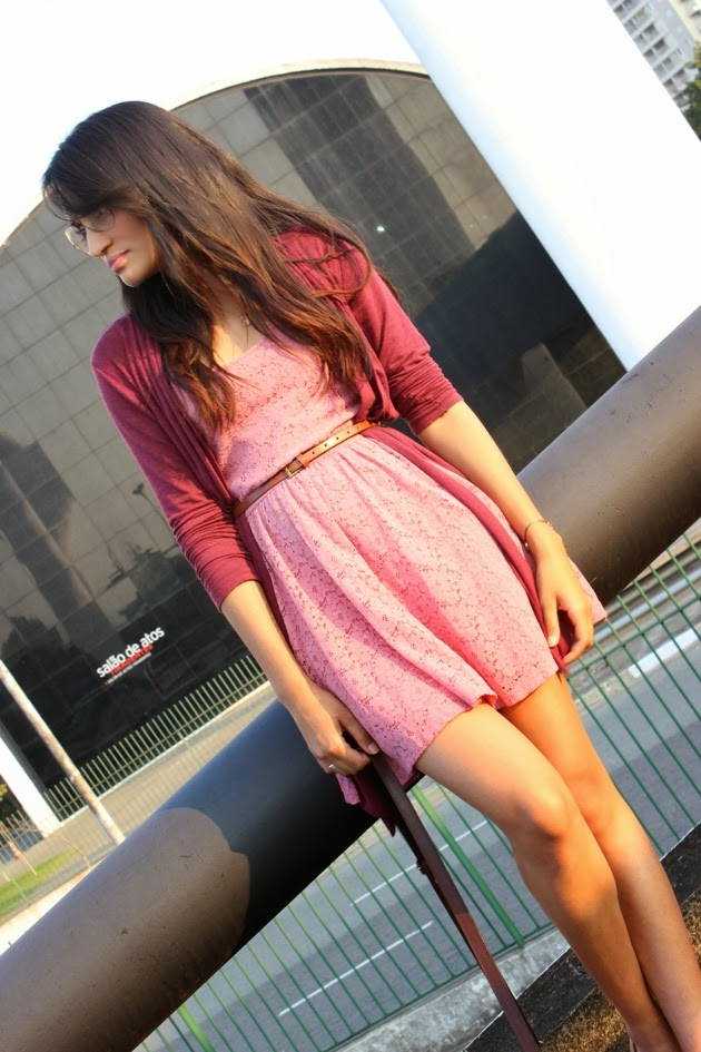 casaco borgonha, casaco burgundy, vestido rosa de renda, vestido renner, oxford nude, oxford botterro, look girlie, look do dia, óculos rayban