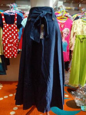 Model Rok Jeans Jodha Akbar Online