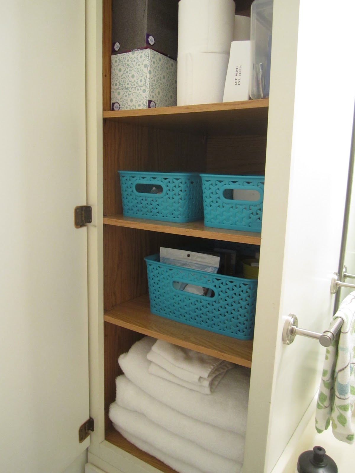 swoon style and home organizing love bathroom cabinets