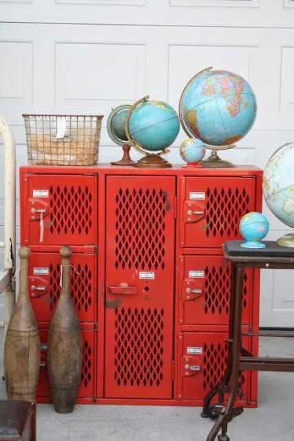 metalowa szafka w pokoju dziecięcym
