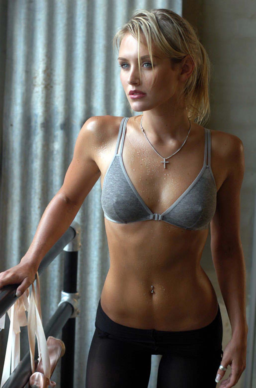 Gallery images and information nicky whelan hall pass gif - Nicky Whelan 16 Jpg