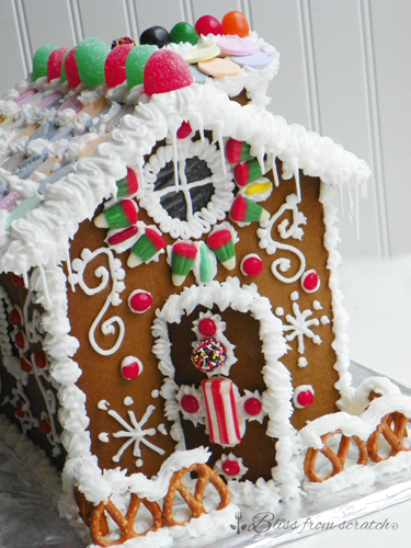How To :: Classic Gingerbread House