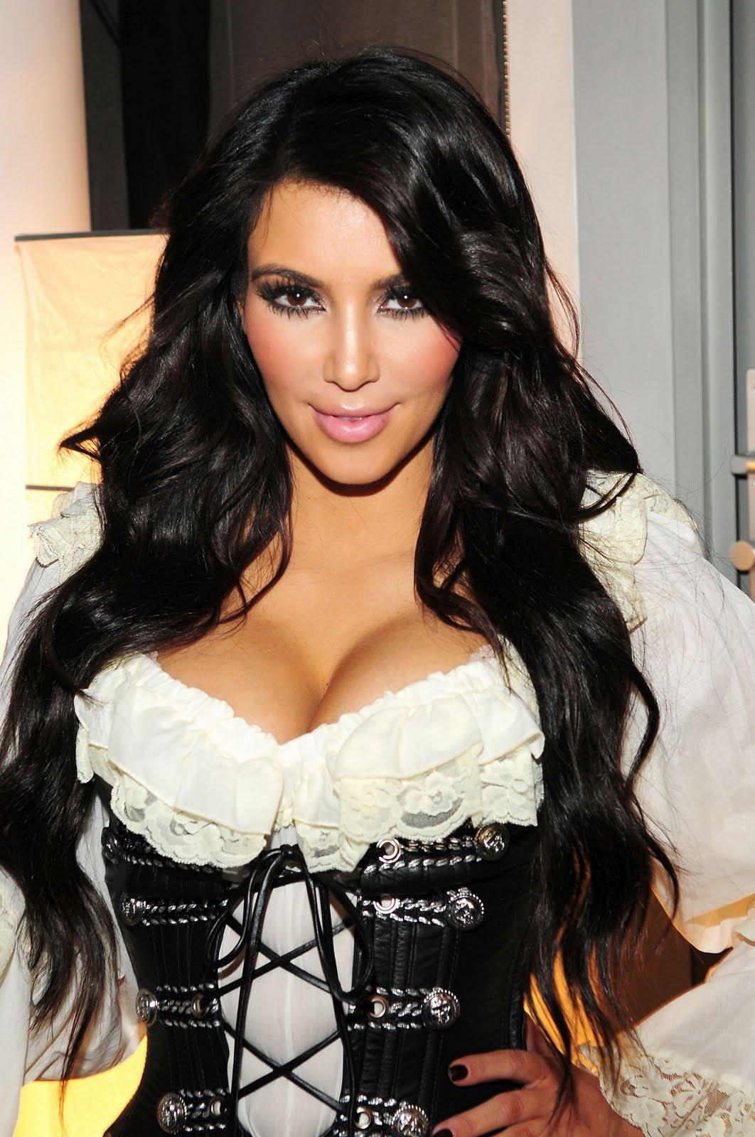 http://3.bp.blogspot.com/-cenDwdEGtMY/Tf1gVY_RRuI/AAAAAAAAAB4/9iZyySMOyL4/s1600/Kim-Kardashian-sexy-1818516.jpg#kim%20kardashian%20sexy%201062x1600