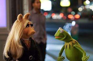 Miss Piggy and Kermit in The Muppets