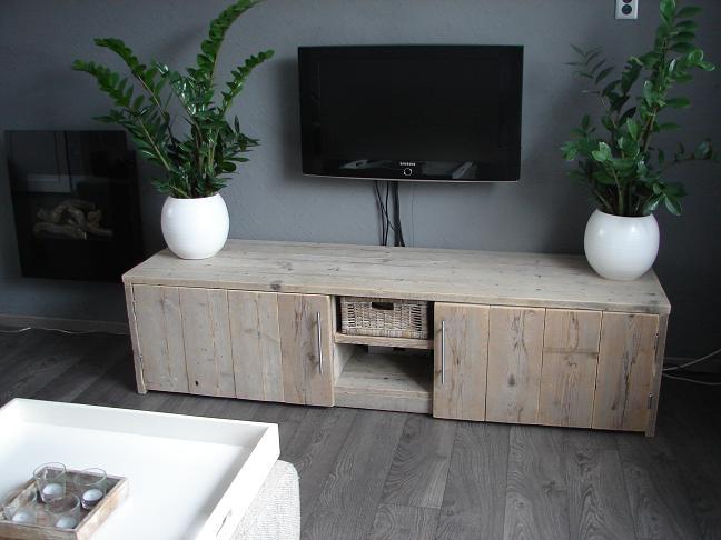 Muebles para la televisi n hechos de palet alquimia deco - Como hacer un mueble para tv ...