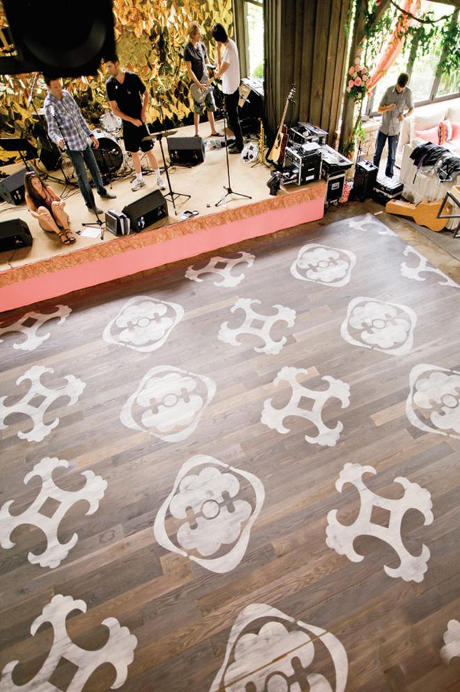 Wedding dance floor ideas belle the magazine for 1234 get on dance floor
