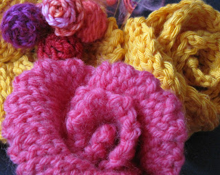 Crochet slip stitches can give different effects to rose petals.