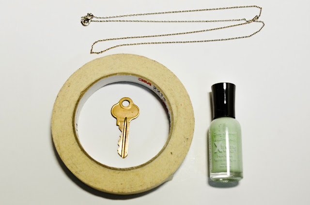 nail polish paint mint colour color block gold green sally hansen diy key recycled easy simple masking tape chain necklace old