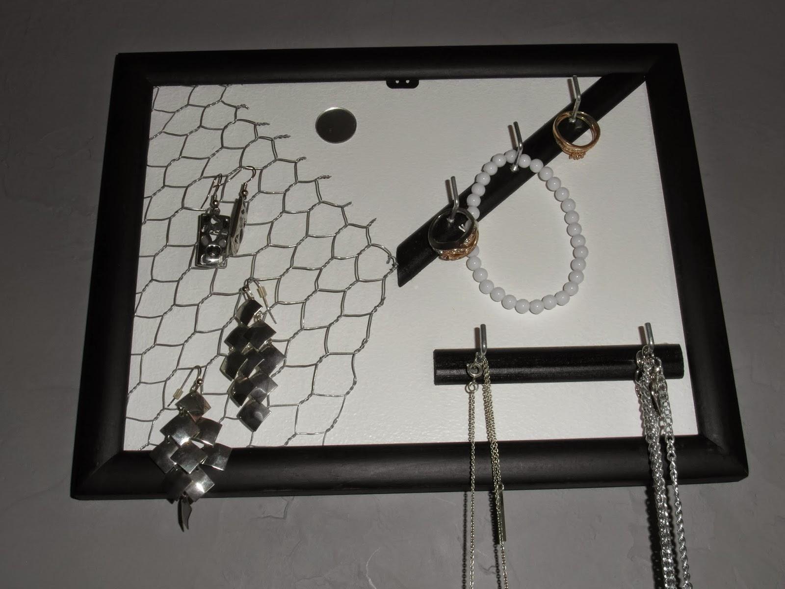 mimie-création: cadre présentoir porte bijoux grillage à poule.