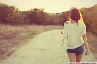 http://3.bp.blogspot.com/-cgWTChUgabw/T_g3_jlt6nI/AAAAAAAAEbs/ZTQBwOySvXw/s1600/alone-girl-walk-cute-beauty-fashion.jpg