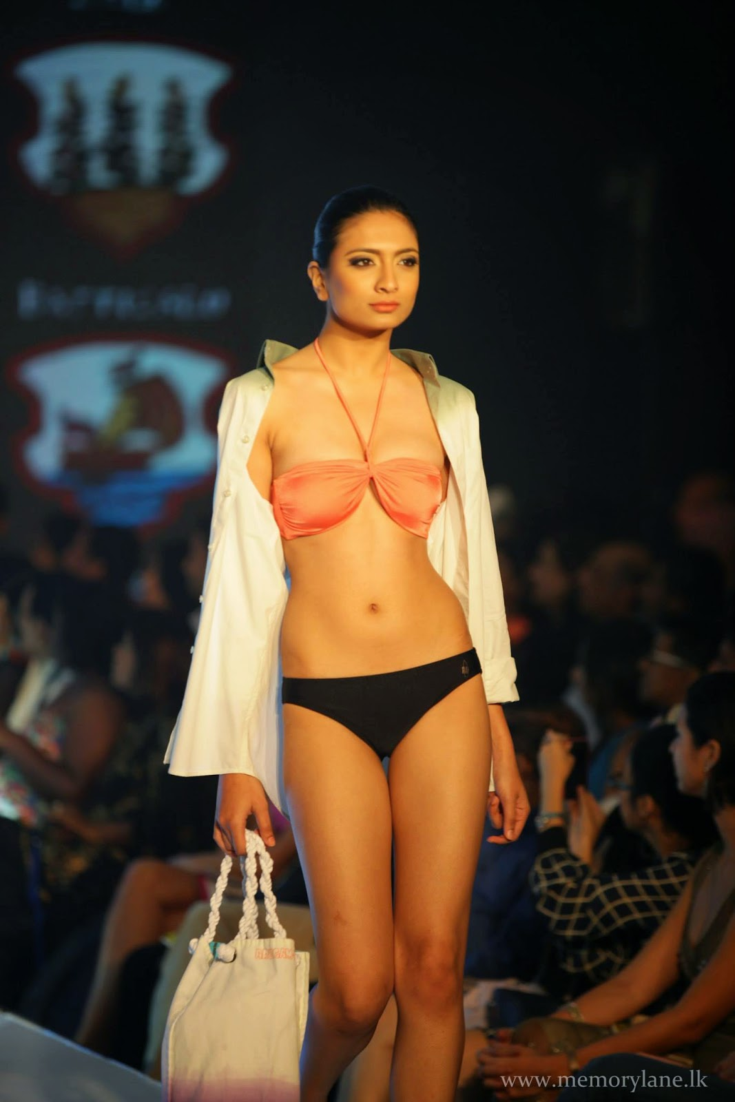bikini fashion show sl