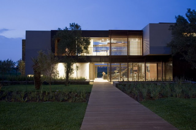2х этажный дом с прозрачными стенами