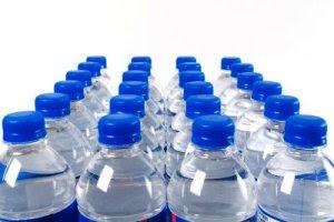 Εντοπίστηκαν βρώμικα ιόντα σε εμφιαλωμένο νερό