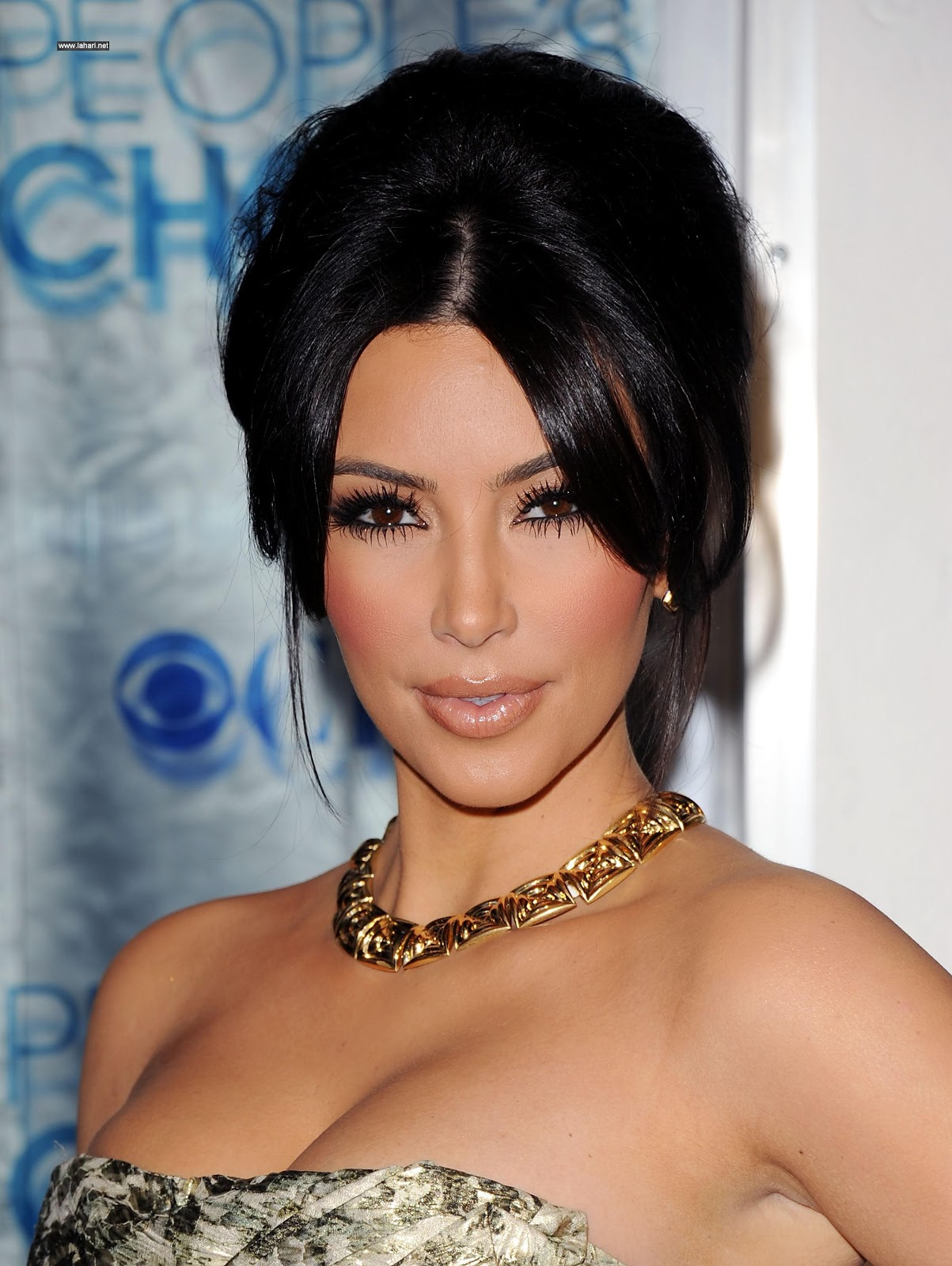 http://3.bp.blogspot.com/-ch5-WGnKFUA/TjWOYsJlPGI/AAAAAAAABt0/CW-8bsslkus/s1600/Kim-Kardashian-Wallpaper-017.jpg